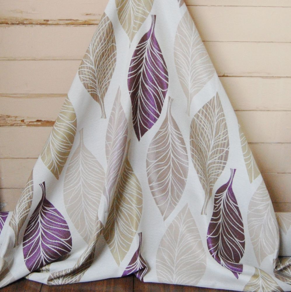 MODERN WOVEN OVERSIZED LEAF PATTERN IN CREAMS AND PURPLE 085C