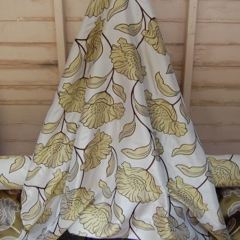1 METRE ROLL END MUSTARD GOLD WOVEN FLORAL CURTAIN FABRIC 407C