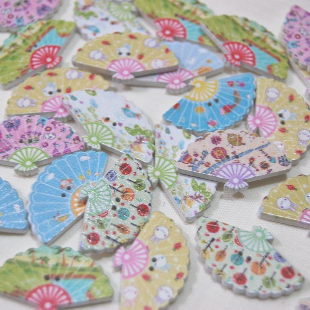 MIXED PACK OF 10 PRETTY PAINTED FAN BUTTONS, 2 HOLE.