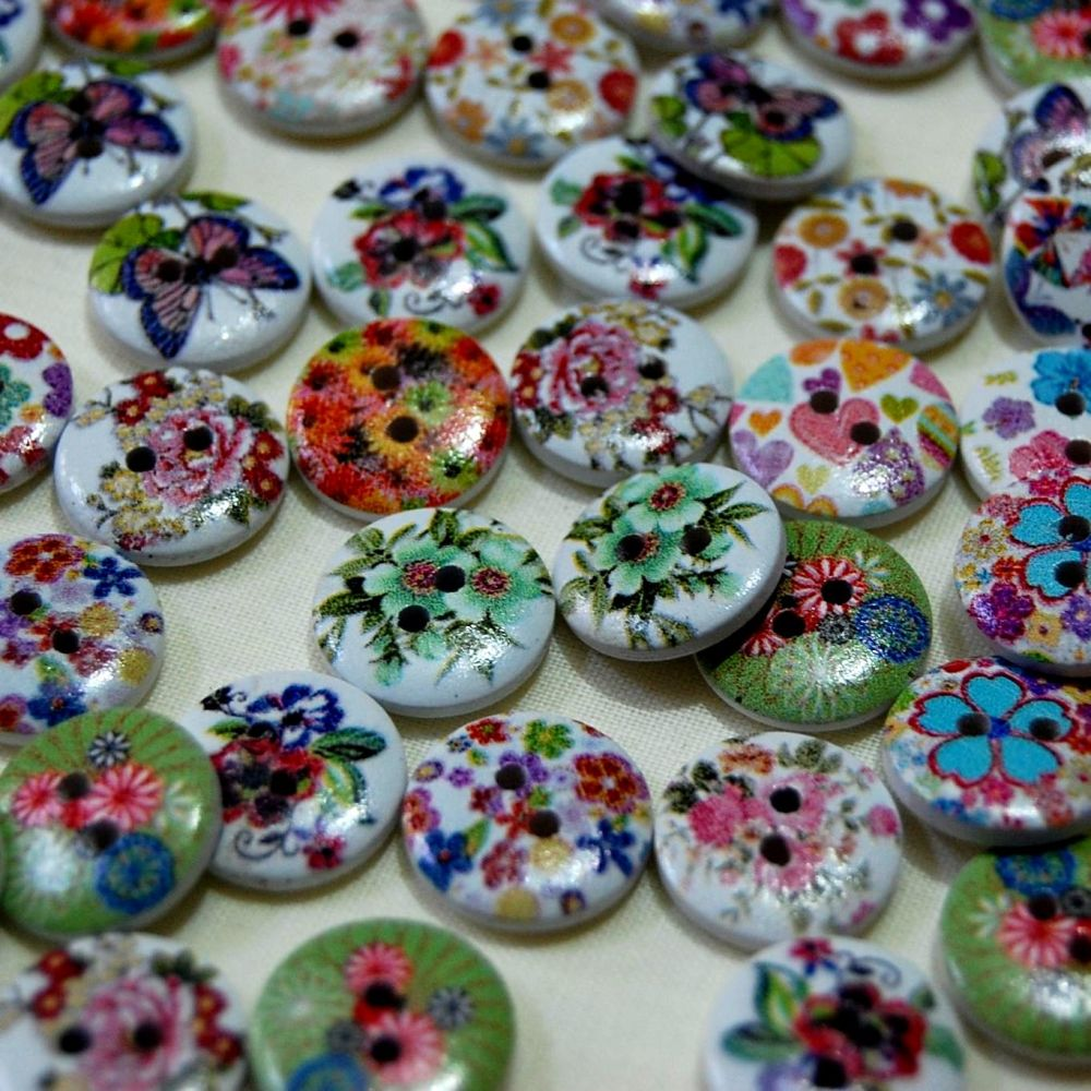 PACK OF 10 INTRICATE FLOWER BUTTONS, 15MM - 2 HOLE.