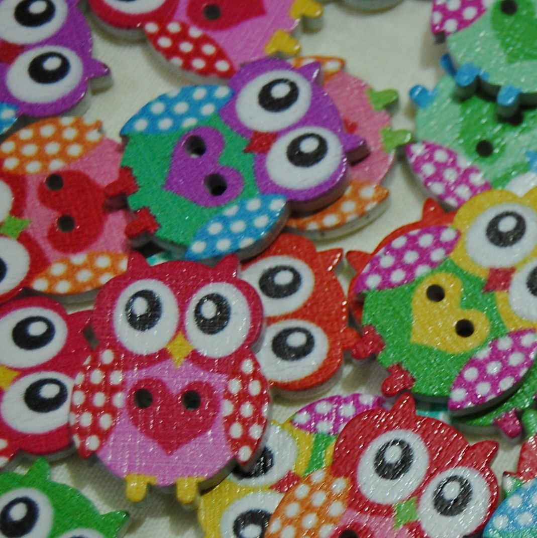 MIXED PACK OF 10 HEART OWL BUTTON EMBELLISHMENTS, 2 HOLE.