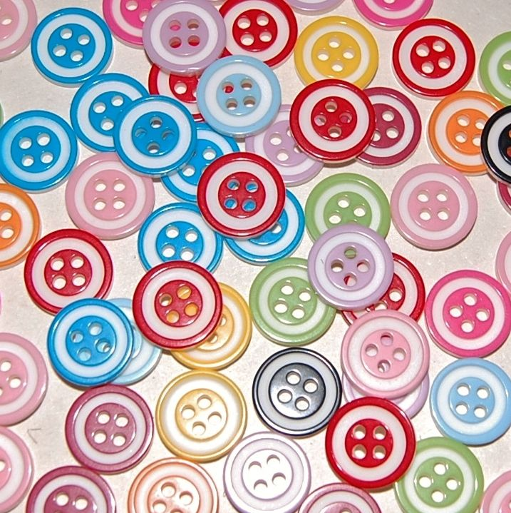 PACK OF 50 RESIN MIXED COLOUR BUTTONS, 13MM - 4 HOLE.