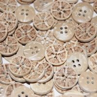 PACK OF 10 NATURAL COCONUT HENNA STAMPED FLOWER BUTTONS, 8MM - 2 HOLE.