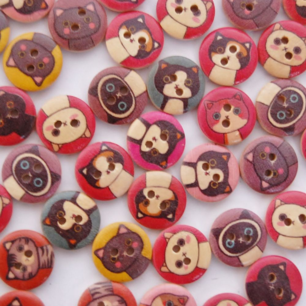 PACK OF 10 WOODEN CARTOON CAT BUTTONS, 15MM - 2 HOLE.