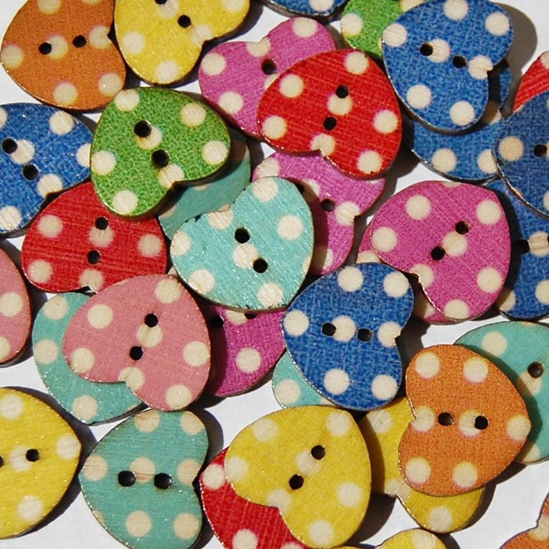 PACK OF 10 WOODEN POLKA DOT VINTAGE STYLE HEART BUTTONS, 16MM - 2 HOLE.