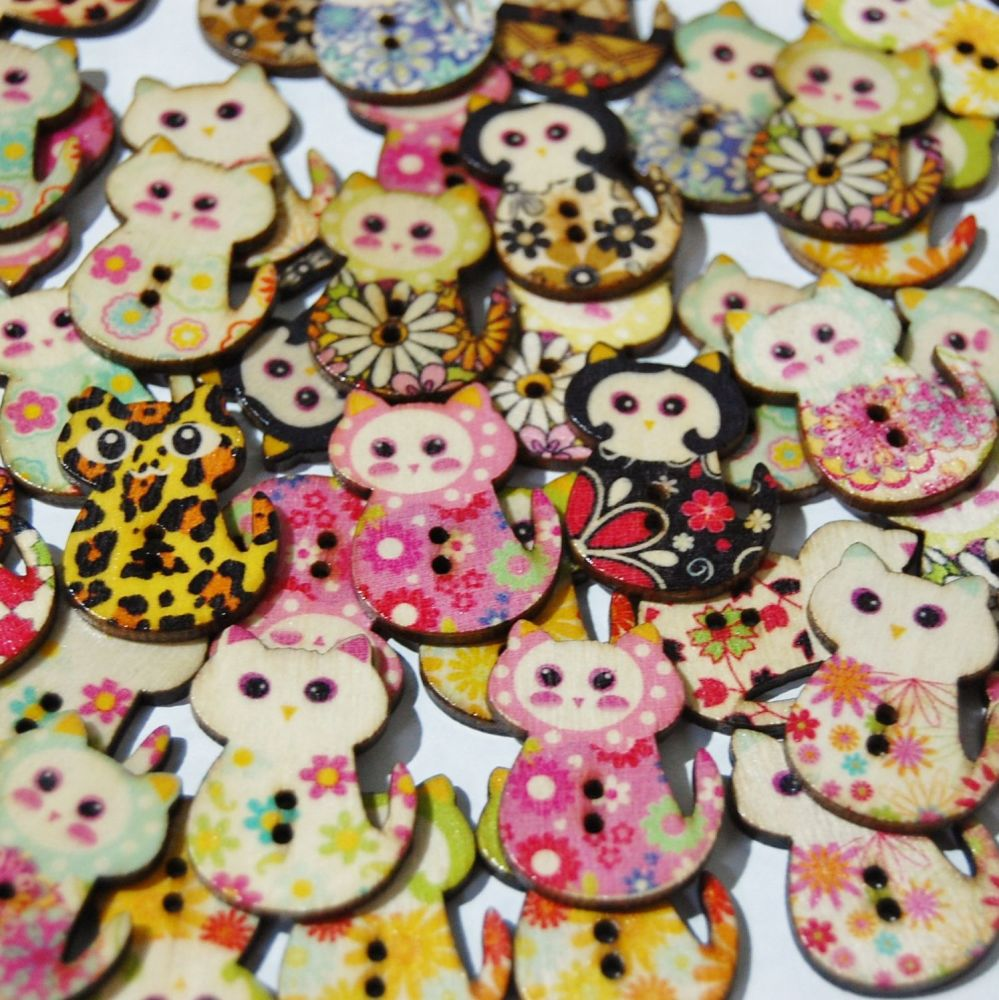 PACK OF 10 WOODEN PAINTED CAT BUTTON EMBELLISHMENTS - 2 HOLE.