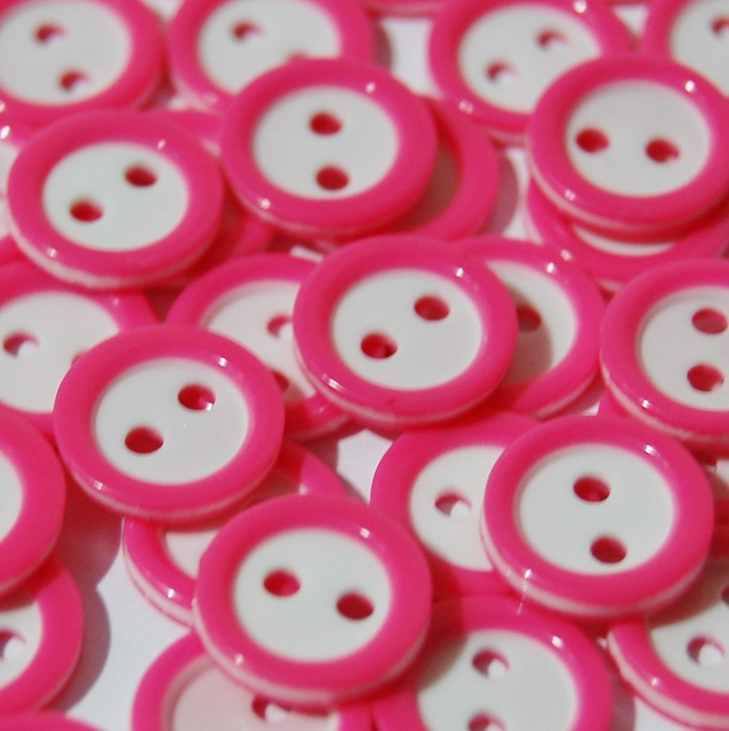 PACK OF 15 2 HOLE 10MM BUTTONS,  IN HOT PINK AND WHITE.