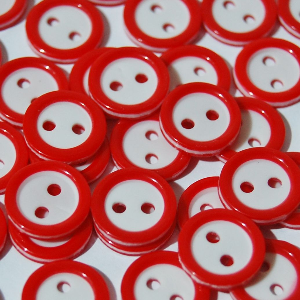 PACK OF 15 2 HOLE 10MM BUTTONS,  IN RED AND WHITE.