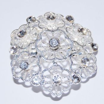 SILVER METAL AND JEWELLED FLOWER BROOCH.