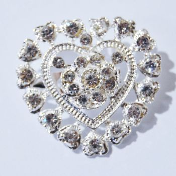 SILVER METAL AND JEWELLED HEART BROOCH.
