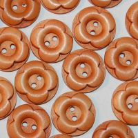 PACK OF 10 WOODEN FLOWER BUTTONS, 22MM - 2 HOLE.