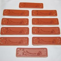 PACK OF 10 LEATHER LOOK TAGS. 'HANDMADE' WITH KNITTING WOOL AND SCISSORS.