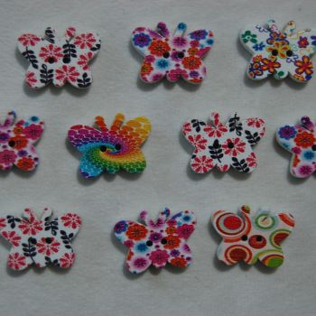 PACK OF 10 SMALL BUTTERFLY BUTTON EMBELLISHMENTS, 20MM X 15MM.