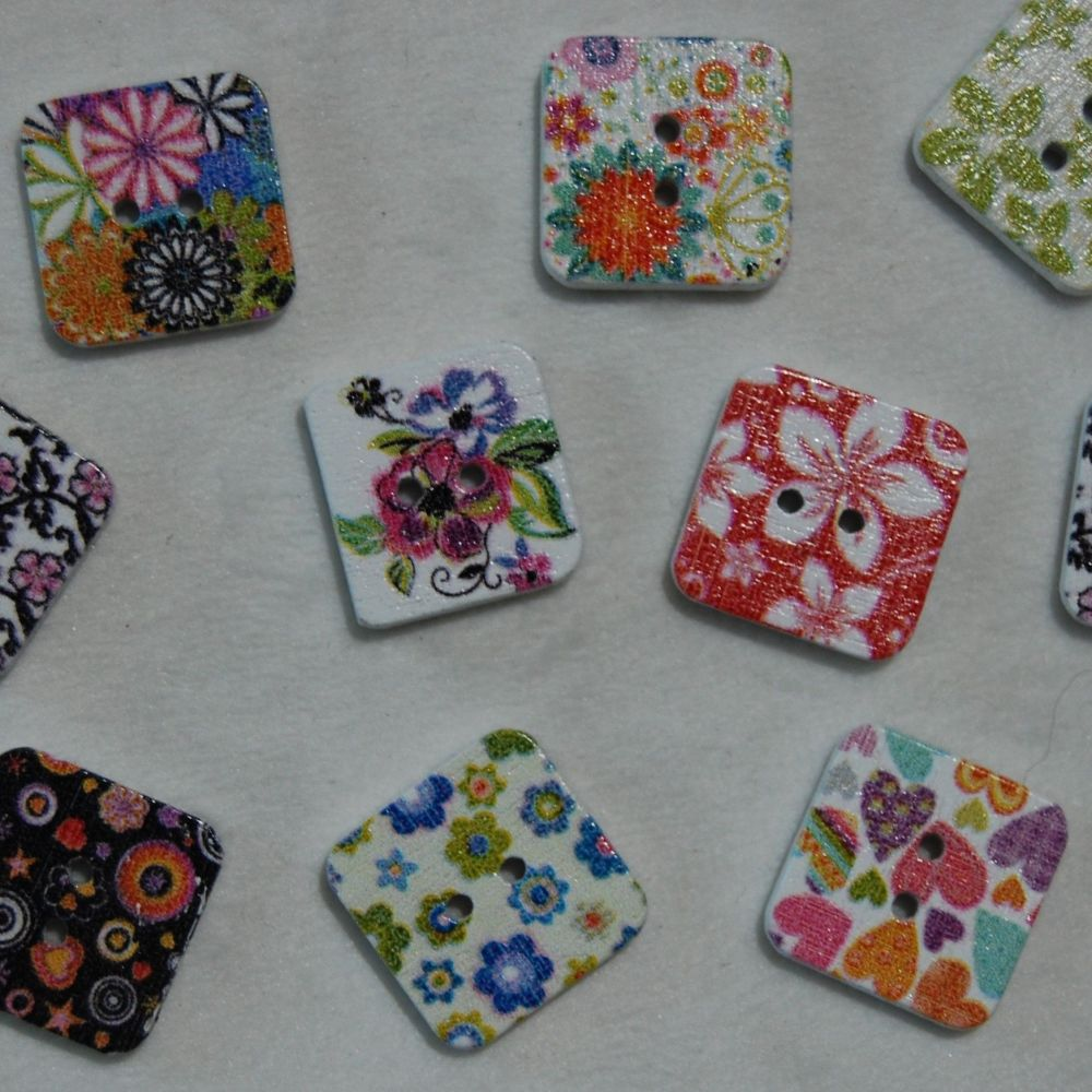 PACK OF 10 SQUARE RESIN BUTTONS, 15MM - 2 HOLE.