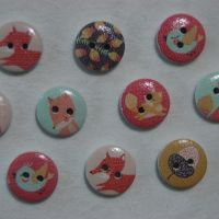 PACK OF 10 ACORN AND FOX'S RESIN BUTTONS, 15MM - 2 HOLE.