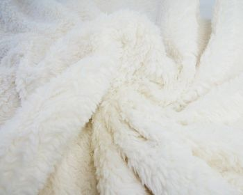 CREAM WHITE CUDDLE FUR, FAUX LAMBSWOOL, 61 INCH WIDE.