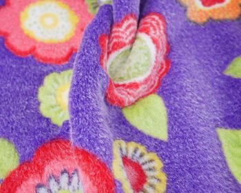 FLOWER CUDDLE FLEECE, 58 INCH WIDE. PURPLE.