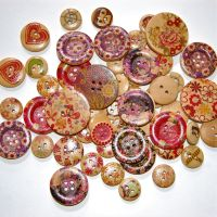 MIXED SELECTION OF 50 WOODEN BUTTONS