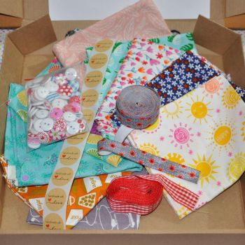 FAT QUARTER, ELASTIC, BUTTON, RIBBON CRAFT PACK.