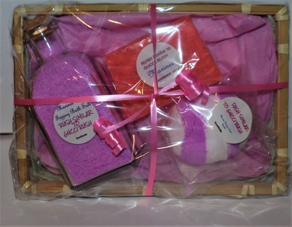 DESIGNER BATH SET GIFT BASKETS £12.00
