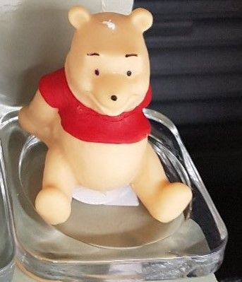 WINNIE THE POOH SCENTED NOVELTY CANDLE AND PLATE