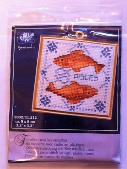 kit 1031 counted cross-stitch with frame pisces