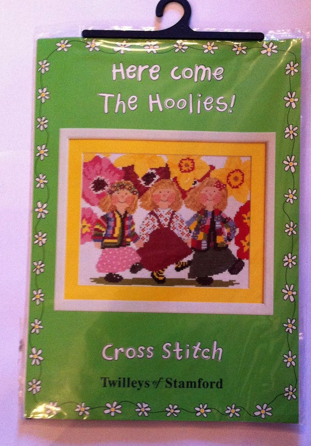 embroidery kit here come the Hoolies ref kit 1037