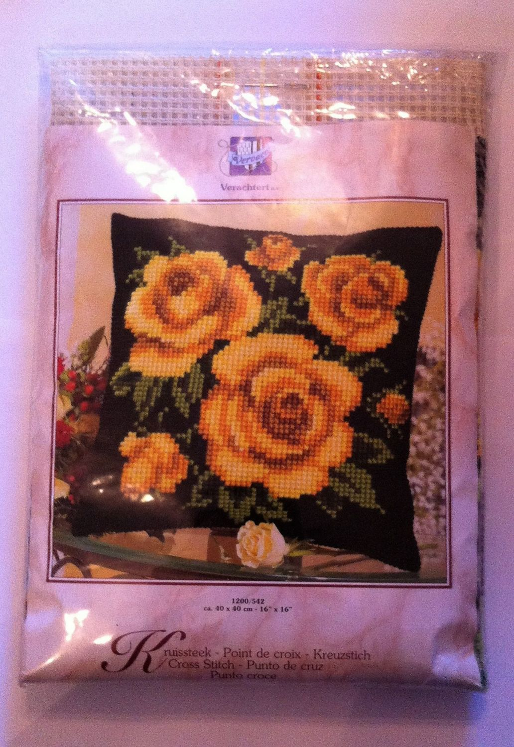 kit 1053 cross-stitch yellow roses cushion
