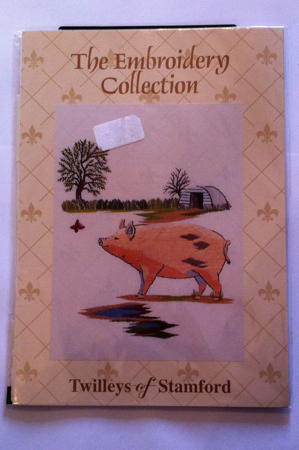 kit 1011 embroidery piglet