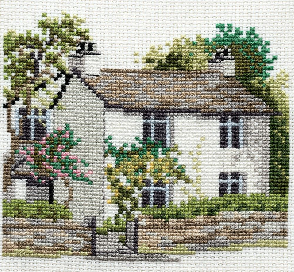 Derwent 14DD107 embroidery Dale designs range - Dove cottage