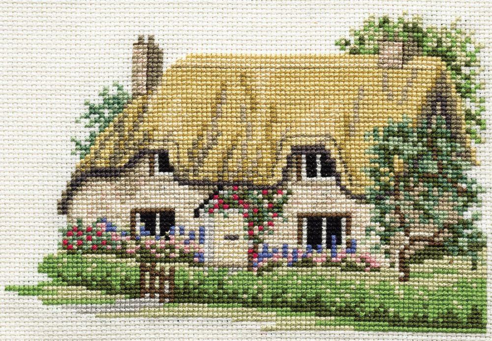 Derwent 14DD201 embroidery Dale designs range - Betty's cottage