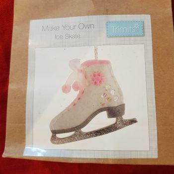 Make your own ice skate felt decoration