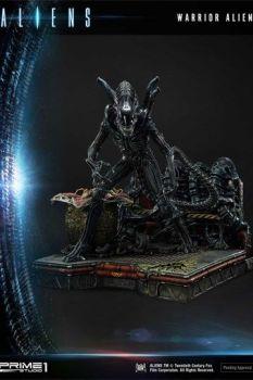 Aliens Premium Masterline Series Statue Warrior Alien 67 cm P1SPMDHAL-02