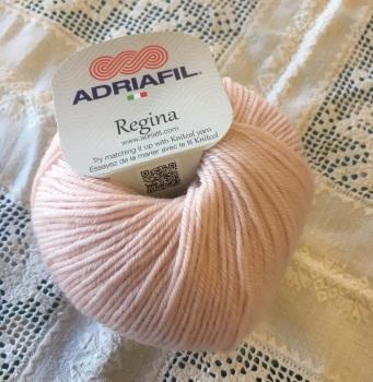 h. Regina 100% Merino DK - 43 pale pink