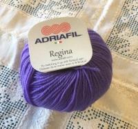 l. Regina 100% Merino DK - 38 mid purple