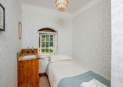 Deposit for: Sole occupancy of a small single room