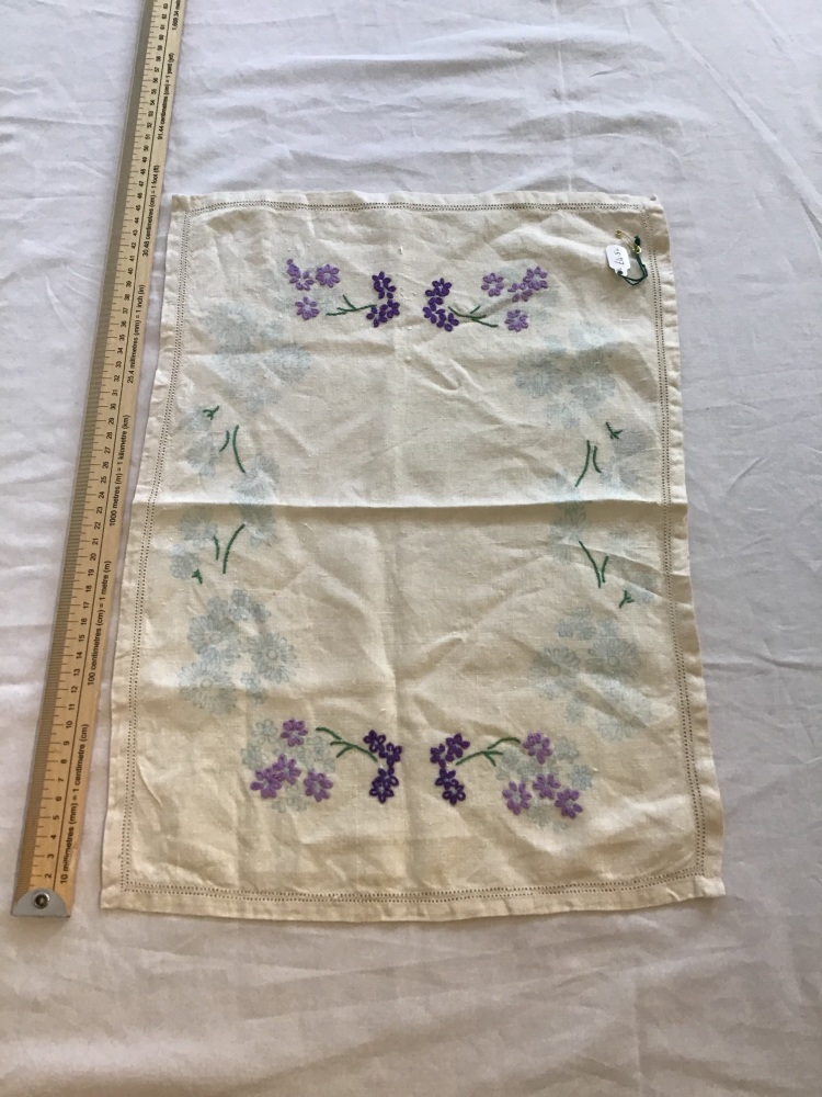 Vintage Linens - embroidered tray cloth 14 - Unfinished
