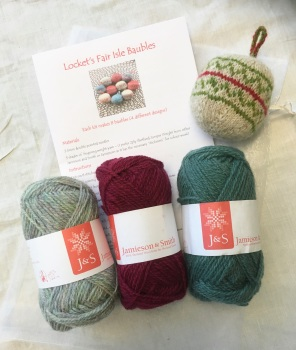 Locket's Fair Isle Bauble Kit 2 - cranberry and jade