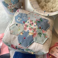 x Vintage Hexie Pincushion Kit