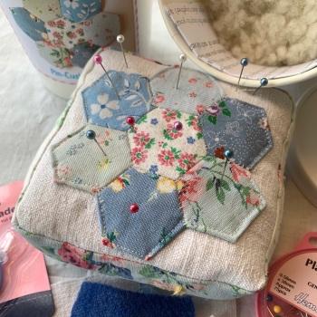 x Vintage Hexie Pincushion Kit