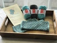 Locket's Fair Isle Trellis Mitts Kit 1 - Turquoise and charcoal