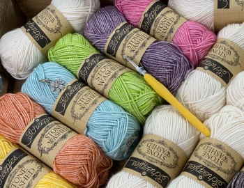 Cosmos Blanket Kit -  Tootie Frootie (Cream Main Colour and liquorice centres)
