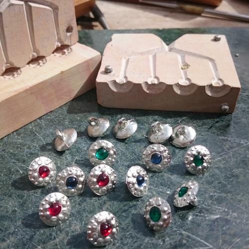 Stone-set button MkII