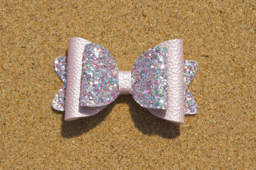 Pearl Effect Leatherette Bow Lilac