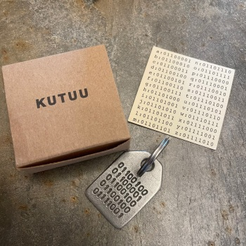 Kutuu Keyring - Binary Daddy