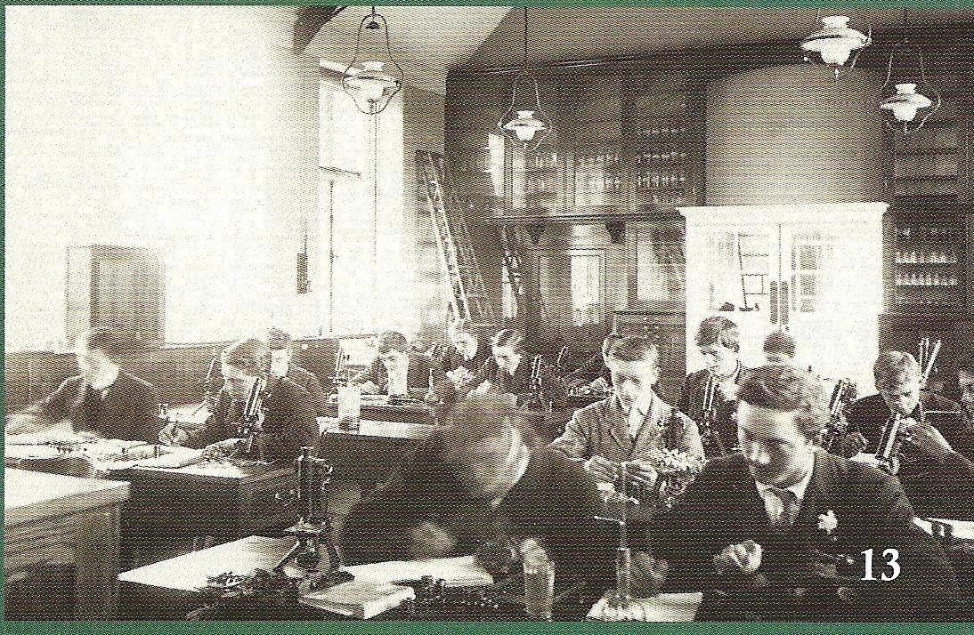 students at work in the laboratory 1907