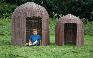 Circular Plastic Willow Den – Large - 120 x 130cm - Each