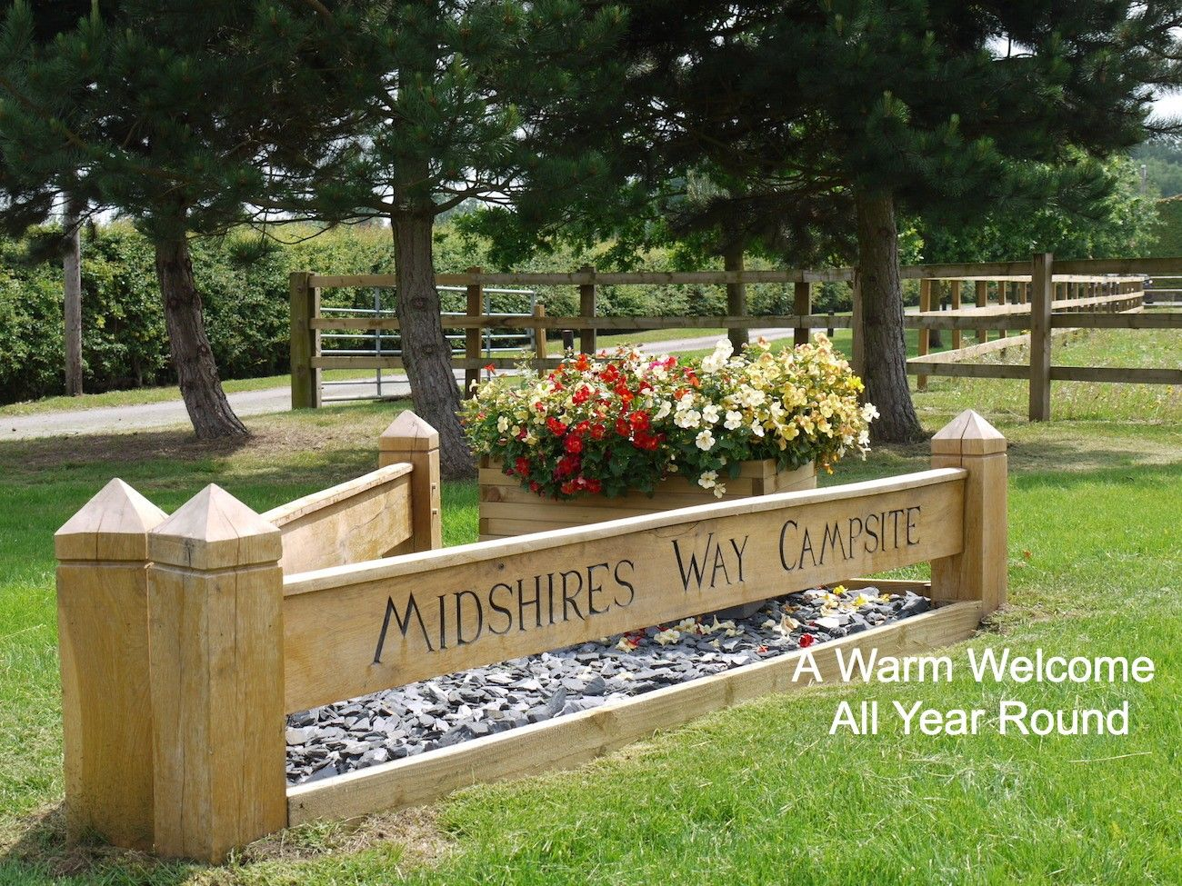 midshires-campsite-entrance-caption (1)