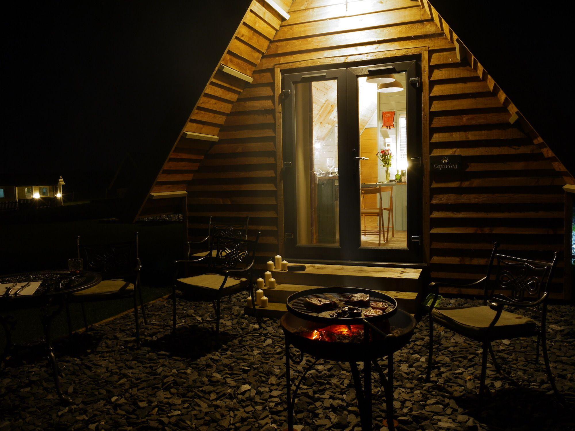 Midshires Glamping Lodge at Night