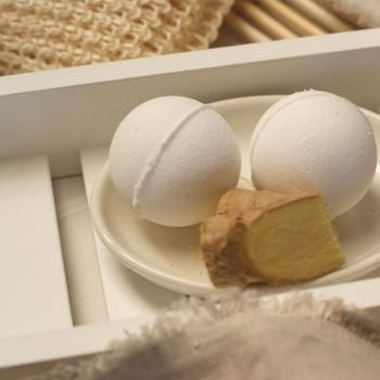Ginger and Black Pepper Aromatherapy Bath Bomb